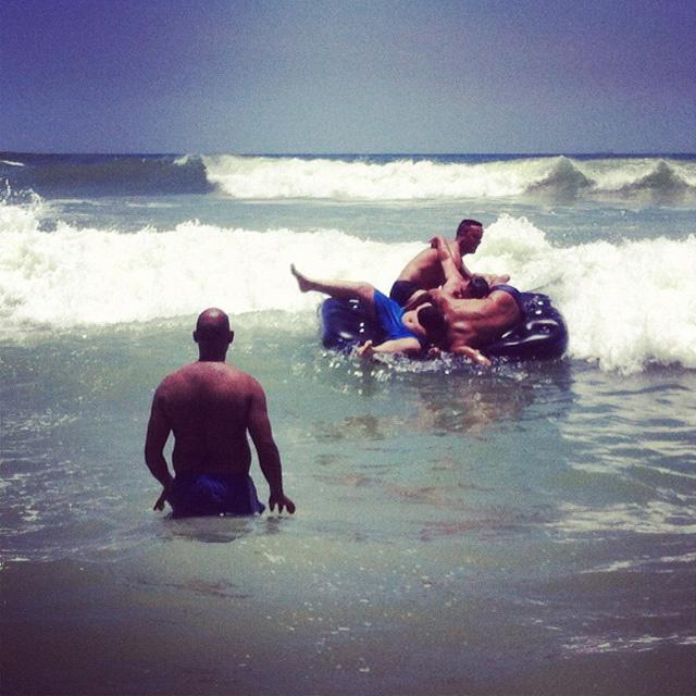 """retourne à la mer, offerande!"", Prainha — 2012"